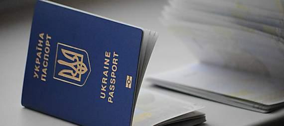 На Луганщині затримали чиновницю, що видавала паспорти бойовикам