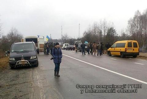 В Волынской области активисты остановили российскую фуру с георгиевской ленточкой