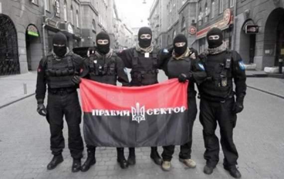 Правый Сектор пытается штурмовать офис Рината Ахметова на Десятинной