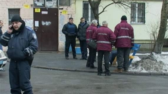 Неадекватний чоловік погрожував підірвати гранату в Києві