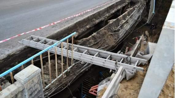 В Луганську обвалився міст