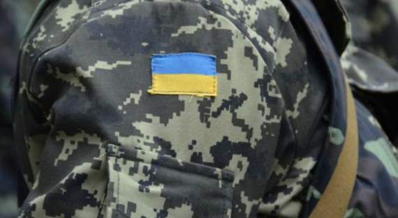 Трьох українських військових звільнили з тривалого полону