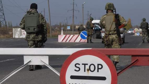 Україна заборонила «російським » авто виїжджати з Криму
