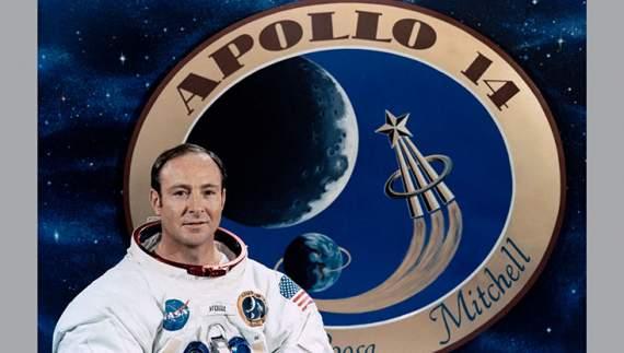 Помер астронавт, який гуляв по Місяцю