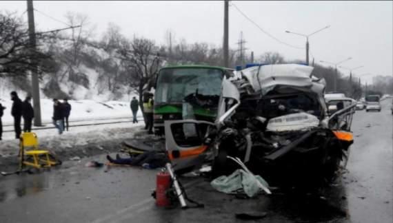 В Харькове скорая помощь врезалась в микроавтобус. Есть жертвы (ВИДЕО)