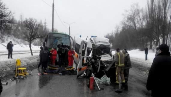 В Харькове машина скорой помощи врезалась в микроавтобус. Есть жертвы1