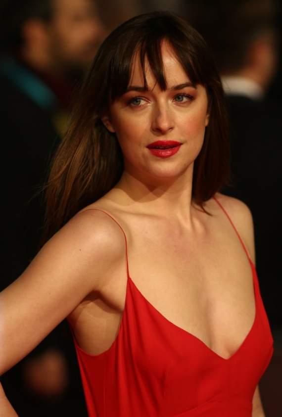 dakota_johnson_poses1
