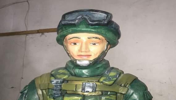 В Крыму установили памятник «зеленому человечку»