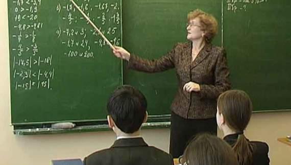 Кримським вчителям втричі зменшили зарплатню