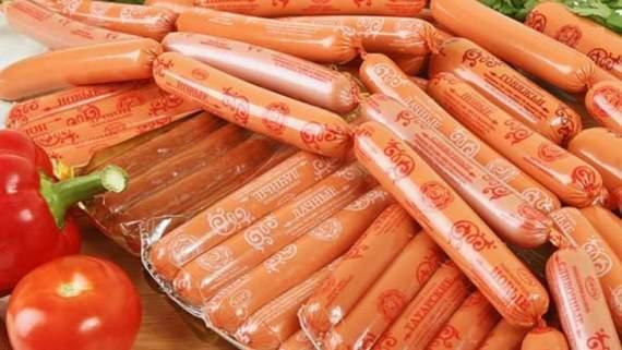 Натуральные продукты: житель Севастополя обнаружил в сосисках личинки опарышей (ФОТО)