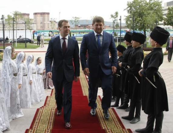 Путин решил отмазаться от Кадырова медвежонком?