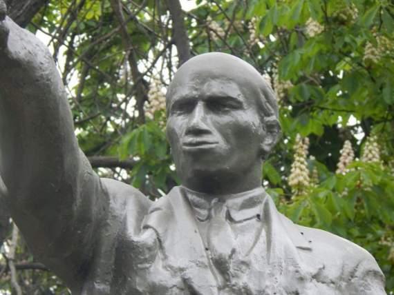 Зацените как реставрировали Ленина на Кубани (не ржать!)