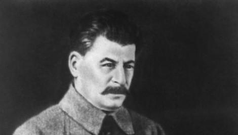 «Помер тот, помрет и этот»: в Москве разместили плакат с маской Сталина (ФОТО)