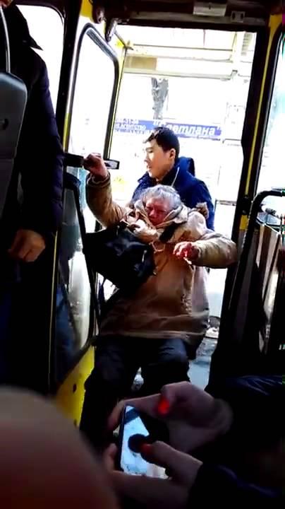 Русский мир: русскую пенсионерку выкидывает из маршрутки узбек-кондуктор /видео/