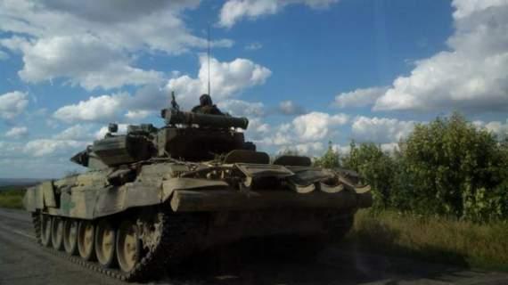 Россия прислала в Иловайск эшелоны с танками и боеприпасами для своих боевиков