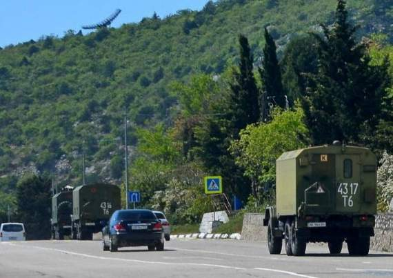 На Крыме увидели колонну украинской военной техники, идущей на Севастополь (фото)