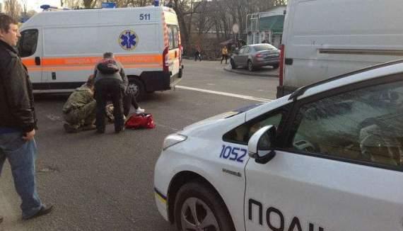У Києві бус збив вагітну жінку