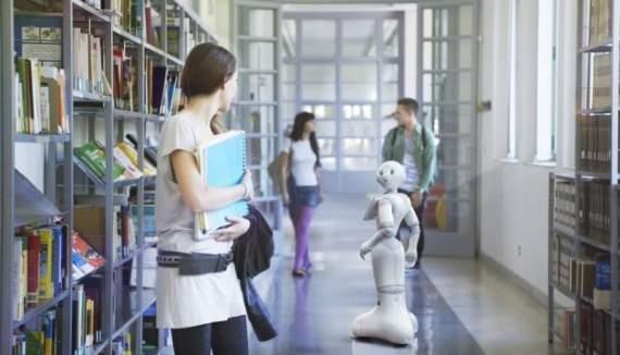 В Японии робот пошел в школу