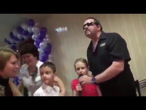"""Группа """"Бутырка"""" выступила на детском утреннике в РФ /видео/"""