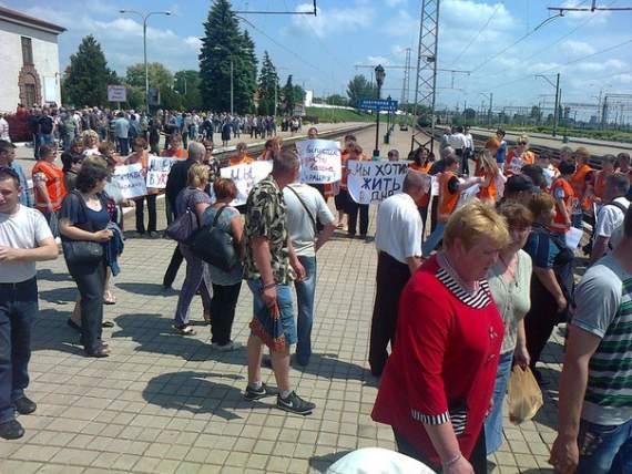 Железнодорожники Ясиноватой потребовали денег у хунты, угрожая перекрыть ж/д сообщение с Украиной