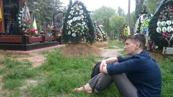Савченко прийшла на могили побратимів, які загинули в зоні АТО