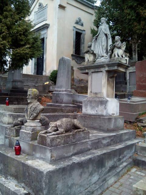 Сравнение отношения к могилам предков в высокодуховном Мордоре и бИндеровском Львове