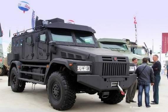 Выборы в России-2016 все ближе: Путин вооружает свою Нацгвардию бронетехникой