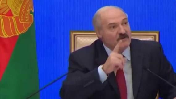 Лукашенко аккуратно обрезает крылья колорадам.