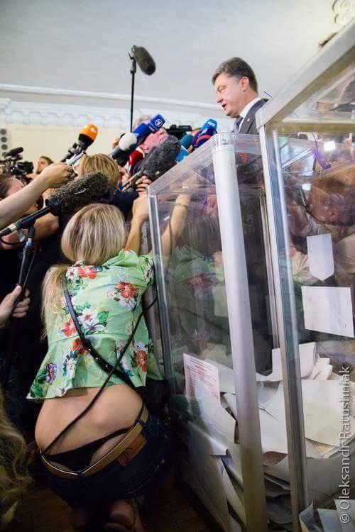 Журналистка так хотела Петра Алексеевича, что из штанов выпрыгнула /Фото 18+/