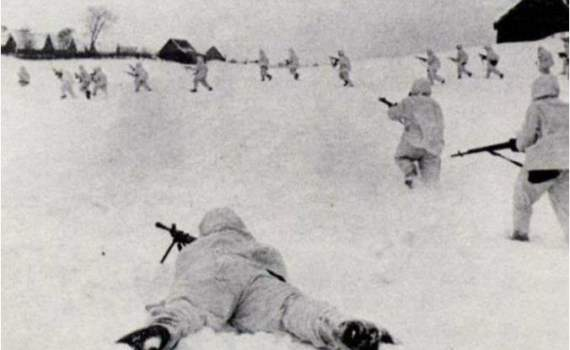 """Вата отжигает: """"советские десантники спрыгнули с высоты 9 этажного дома и вступили в бой с немцами!"""""""