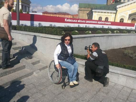 Дорогу Кличко заблокировали инвалиды на колясках (ФОТО)