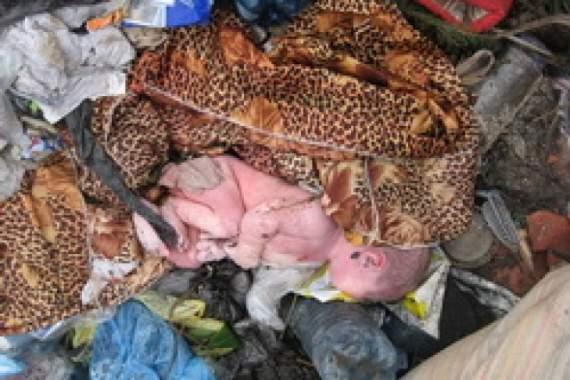 В Киеве мамаша спустила новорожденного в мусоропровод (ФОТО +18)