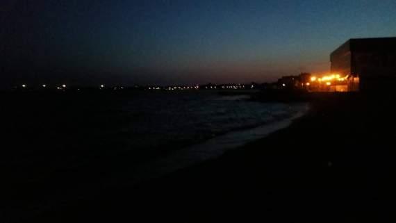 Часть пляжа в Евпатории сделали автостоянкой (ВИДЕО)