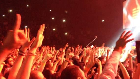 """""""Ком в горле и мурашки по коже.."""" У Харкові 30-тисячний стадіон заспівав гімн України (відео)"""