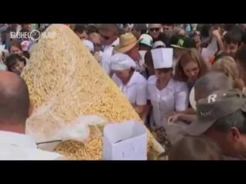 Россияне опять подрались во время раздачи бесплатной еды /видео/