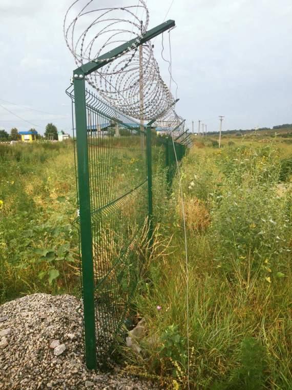 Проект «Стіна» виявився дешевим парканом, який уже ржавіє (ФОТО)