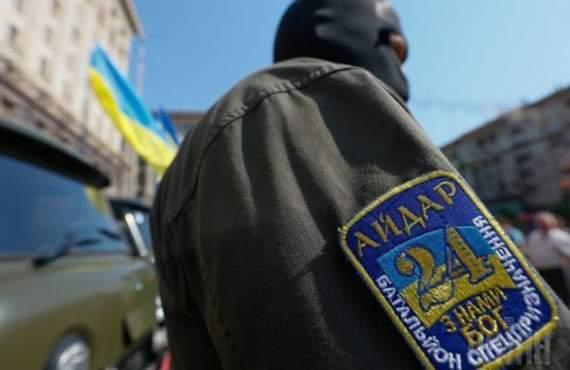 «Айдаровцы» разбили автомобиль Лозового: пассажиры ранены (ВИДЕО)
