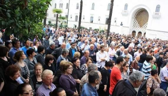 В Абхазии митингующие штурмовали здание МВД