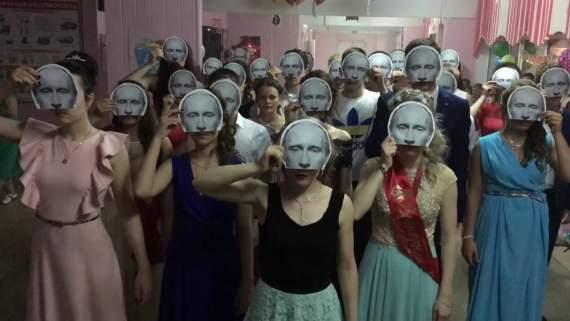Страшное видео о любви российских школьников к Путину