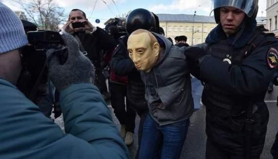 Российский активист просит убежища в Украине