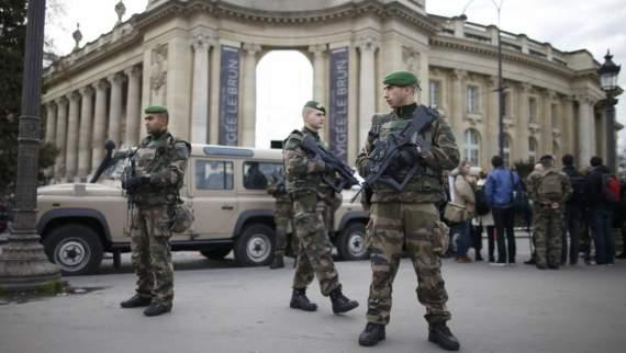 """В Париже военный с помощью мата объяснил представителю """"русского мира"""" куда ему двигаться,- нардеп"""