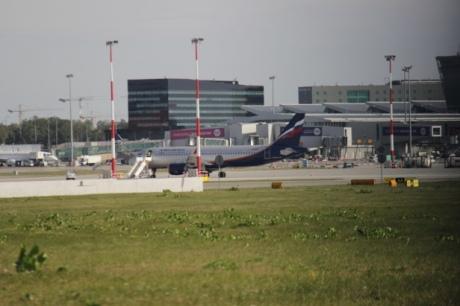 Российский самолет протаранил в аэропорту Польши польский самолет