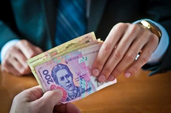 Стало известно, кому в Украине минимальную зарплату не поднимут
