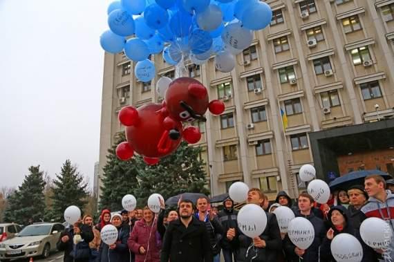 В Одессе выпустили в небо надувного Саакашвили