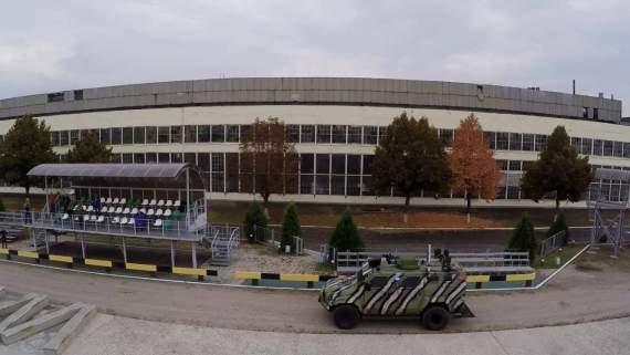 """""""У ватників щелепи відпали"""": перший в Україні безпілотний броньовик КрАЗ, яким можна керувати з планшету. Відео"""