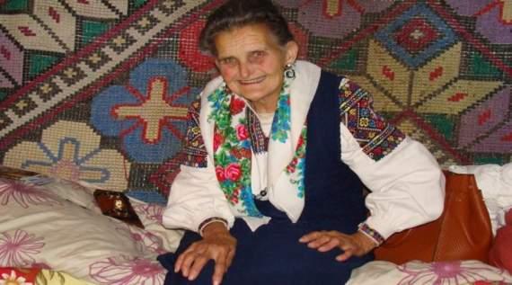 90-літня корінна гуцулка-націоналістка підкорила соцмережі. Ось що вона загадала на свій день народження (відео)