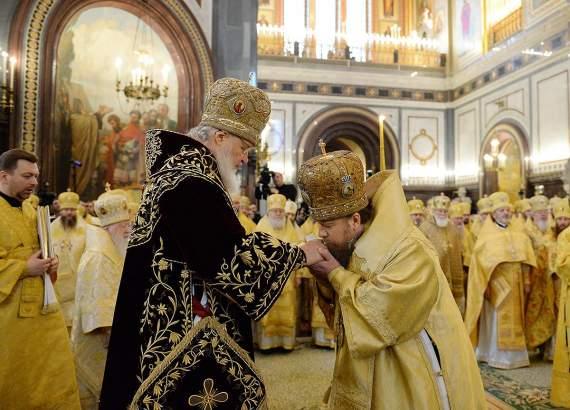 Новости русской духовности: архиепископ РПЦ плеснул кипятком в лицо руководителю пресс-службы