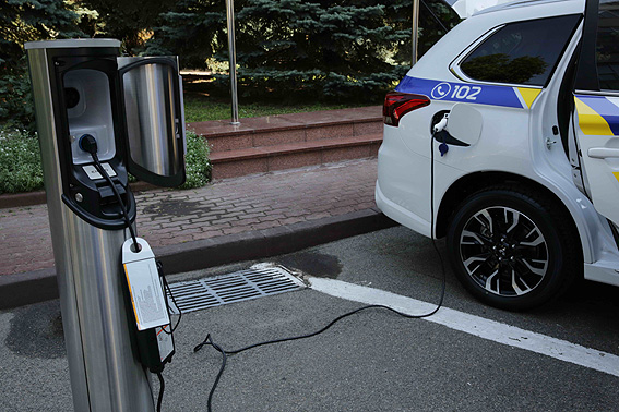Украинских депутатов пересадят на электромобили