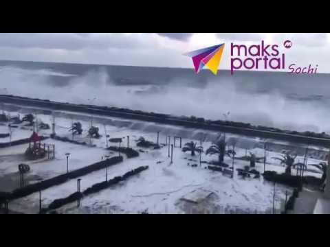 Цунами в Сочи: стихия накрыла побережье популярного российского курорта