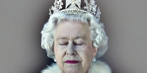 """Пресс-релиз на Королевском сайте сообщил: """"Королева Елизавета вчера утром умерла  в Сандрингеме"""""""